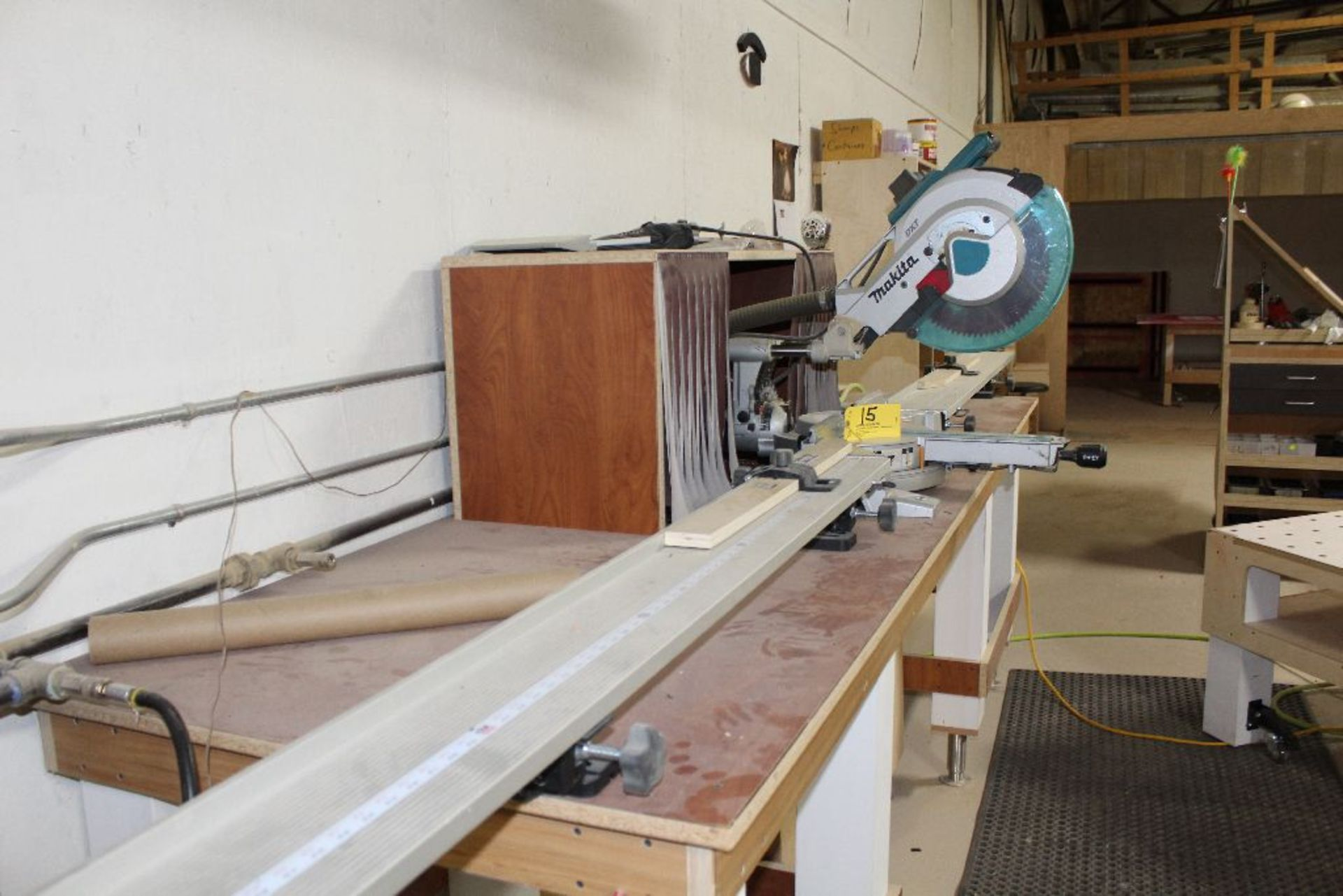 Lot 015 - Makita DTX mitre saw, w/10'Best Fence table.