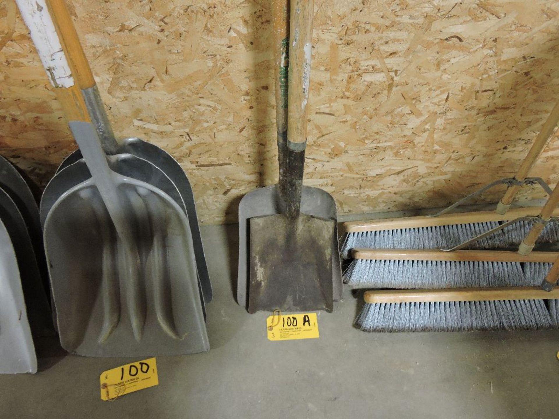 Lot 100A - Shovels.