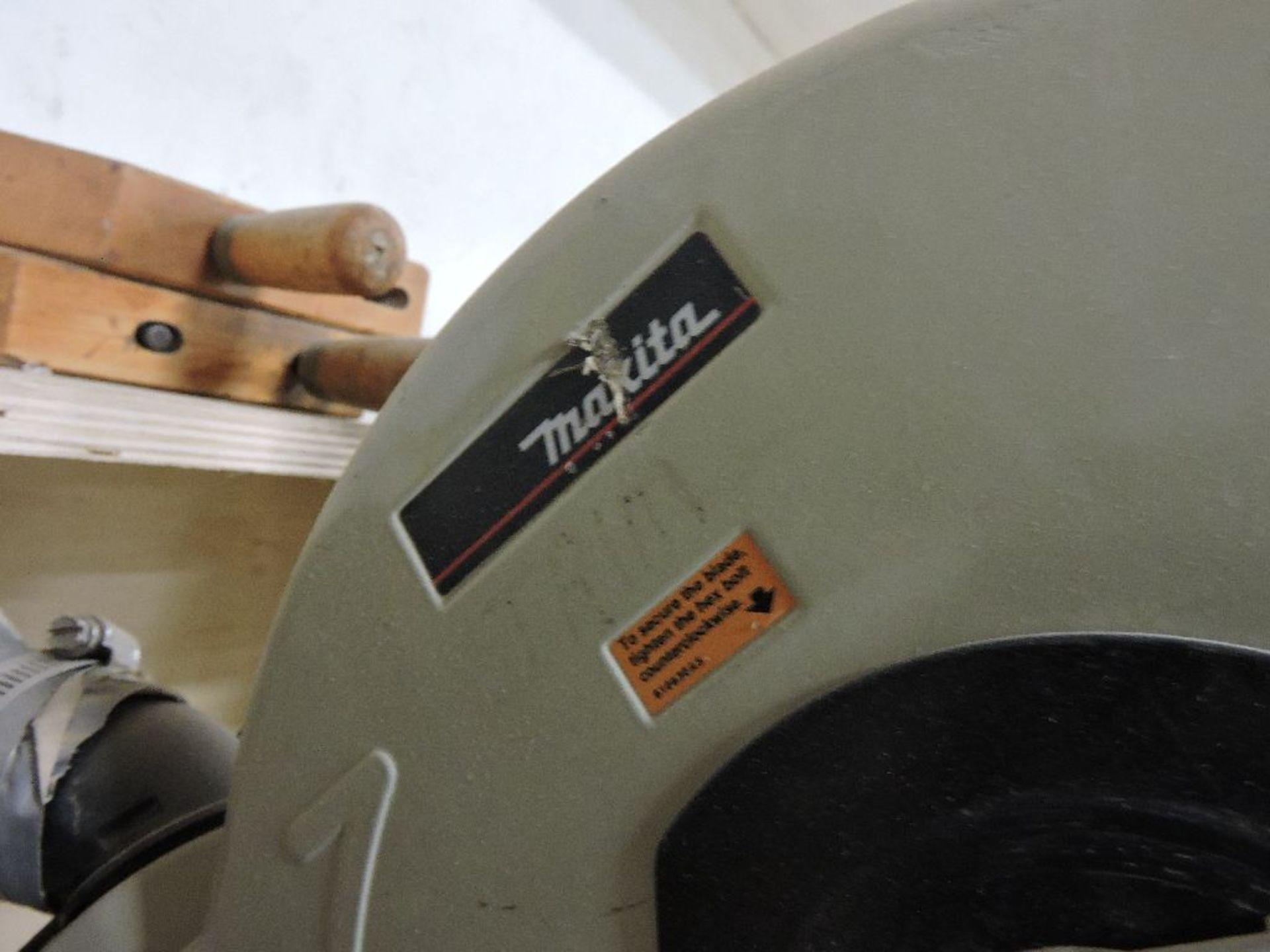 Lot 003 - Makita LS124F mitre saw, w/10'table.