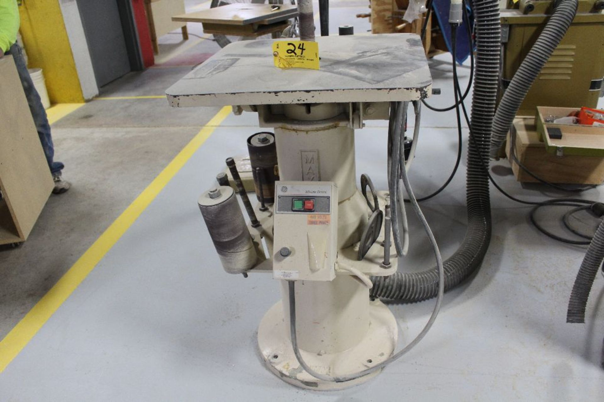Lot 024 - Max spindle sander, VS1-18, sn 94358, 460, 3 phase, w/7 variable speeds.