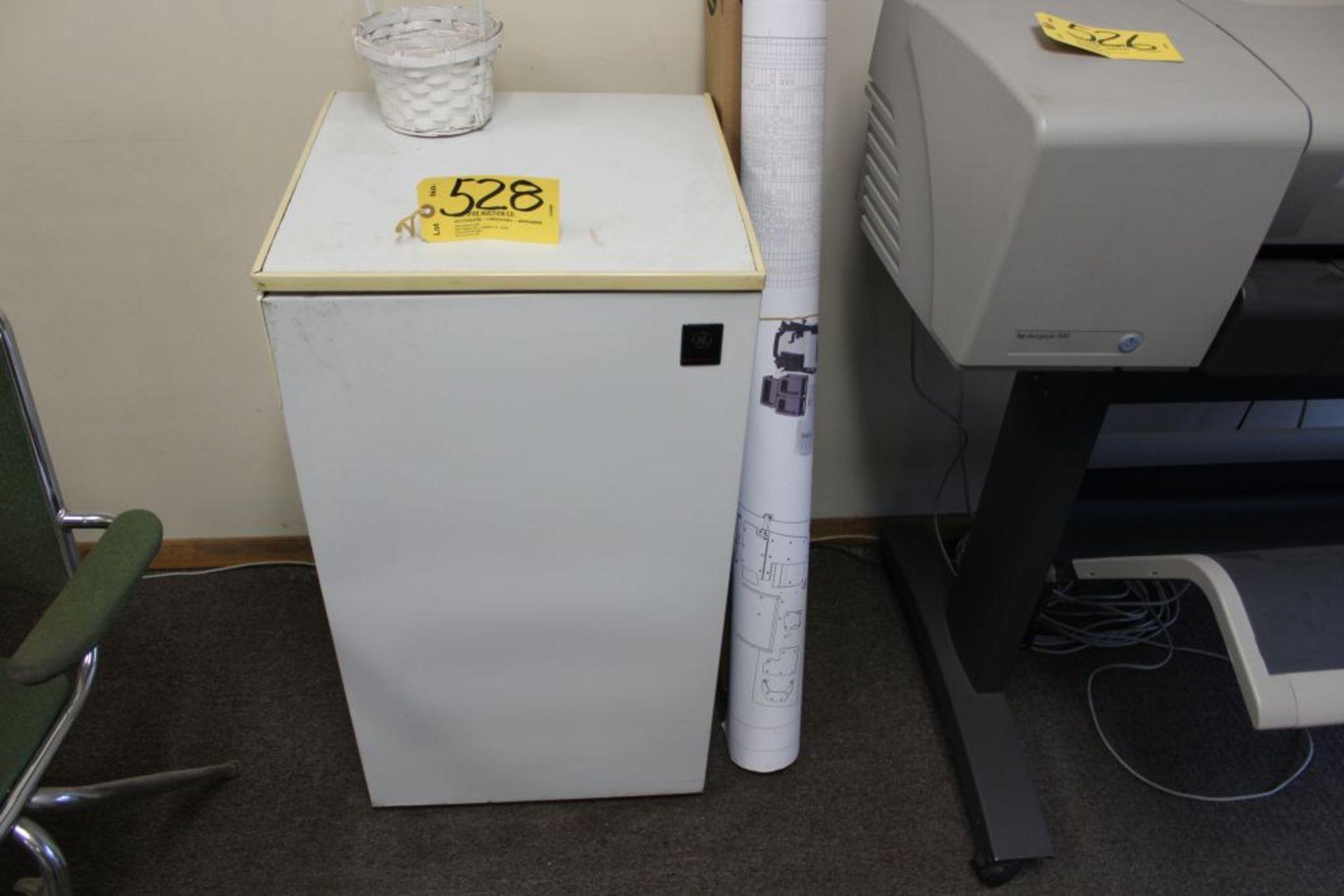 Lot 528 - G.E dorm fridge.