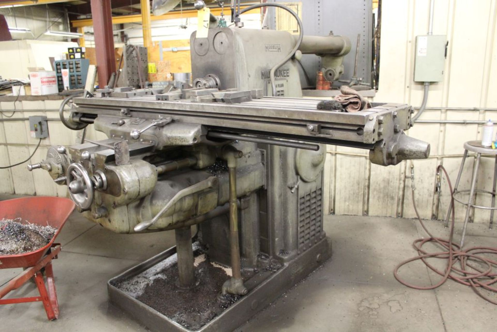 """Lot 017 - K & T horizontal #3 milling machine, No . 4 plain, model H, sn 14-3709, 48"""". Sells with owners"""