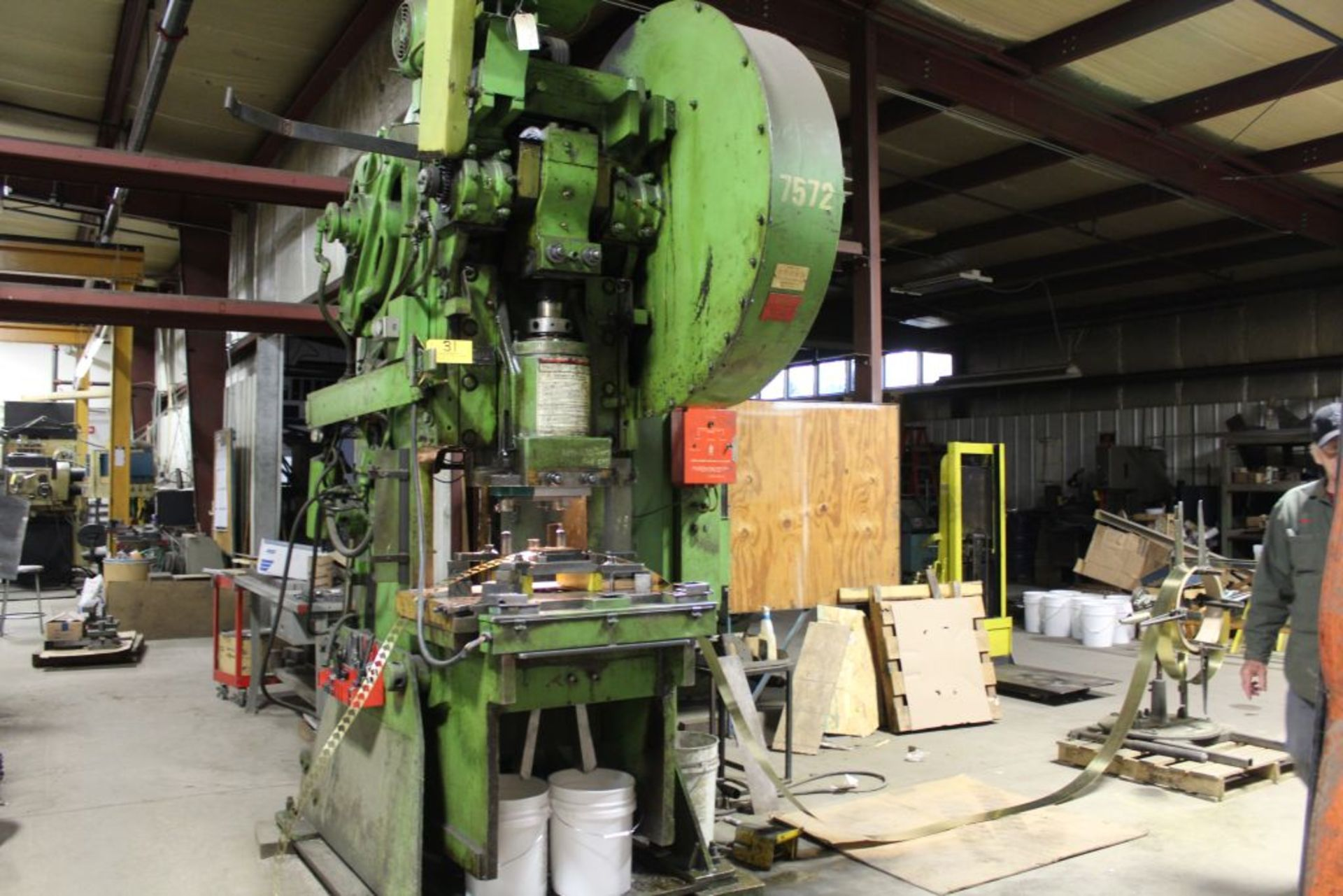 Lot 031 - Verson OBI press model No. 7, machne NO. 70 B.I., 90 T., stroke 6, shut height 15.