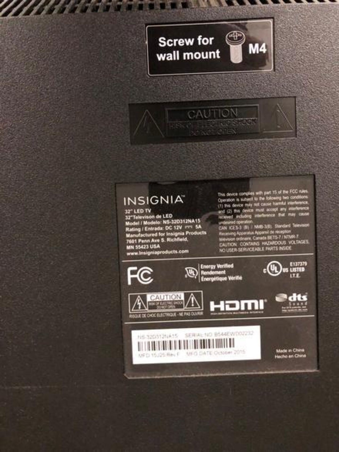 "Lot 32 - (1) Insignia 32"" NS-32D31NA15 LCD Monitor S/N: B544EWD02232 (2015) (1) Visio 32"" E32-D1 32"" LCD Moni"