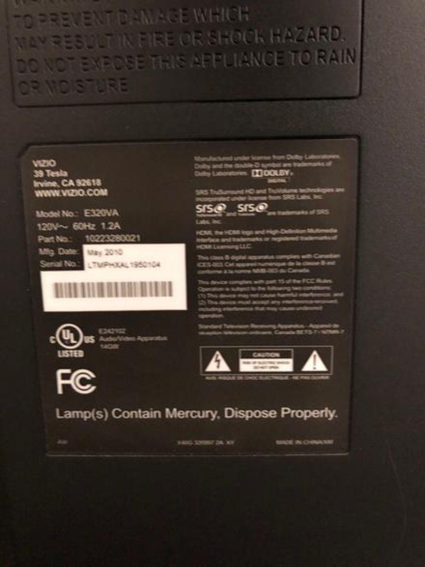 """Lot 34 - (1) Visio 32"""" E320VA Monitor S/N: LTMPHXAL 1950104 (2010) (1) Insigna 32"""" NS-32DR310NA17 LCD Monitor"""