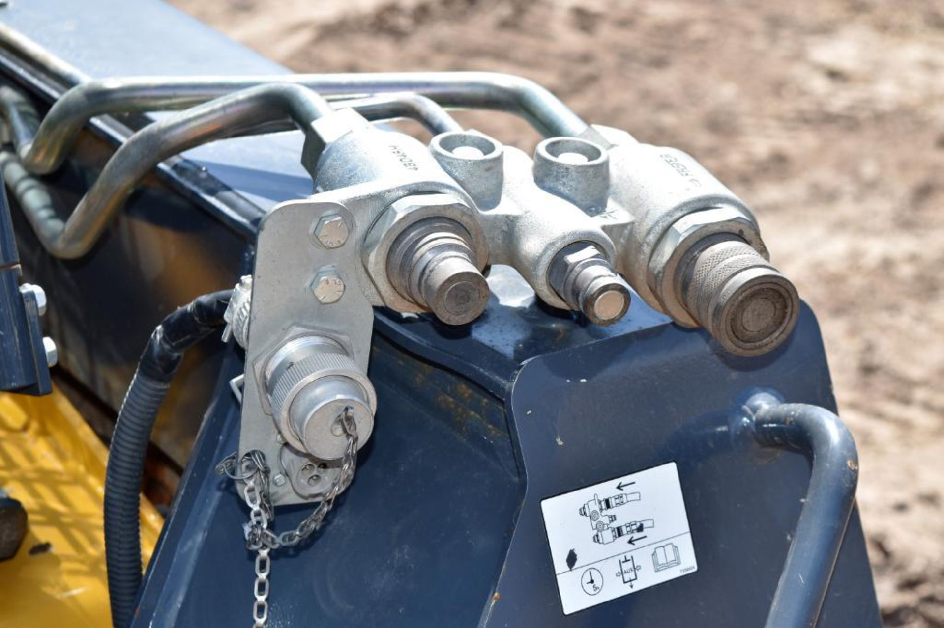Lot 1 - John Deere Model 328E Skid Steer Loader S/N: 1T0328EKHFE277069 (2015) Bucket, Aux. Hyd., Cab, 14-17.