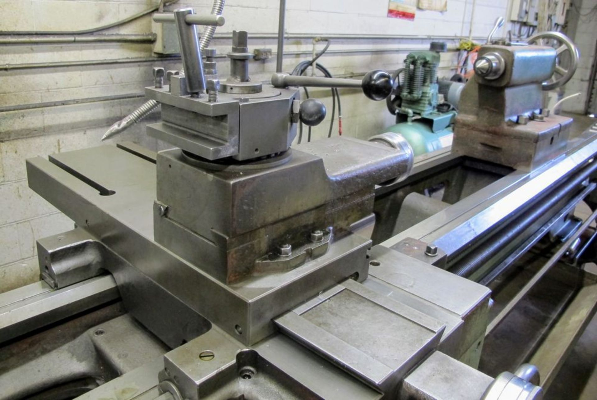 """TOS TRENCIN SN71B LATHE, 28"""" SWING, 7' BED, 3 JAW CHUCK, TAIL STOCK, STEADY REST, QUICK CHANGE - Image 6 of 10"""