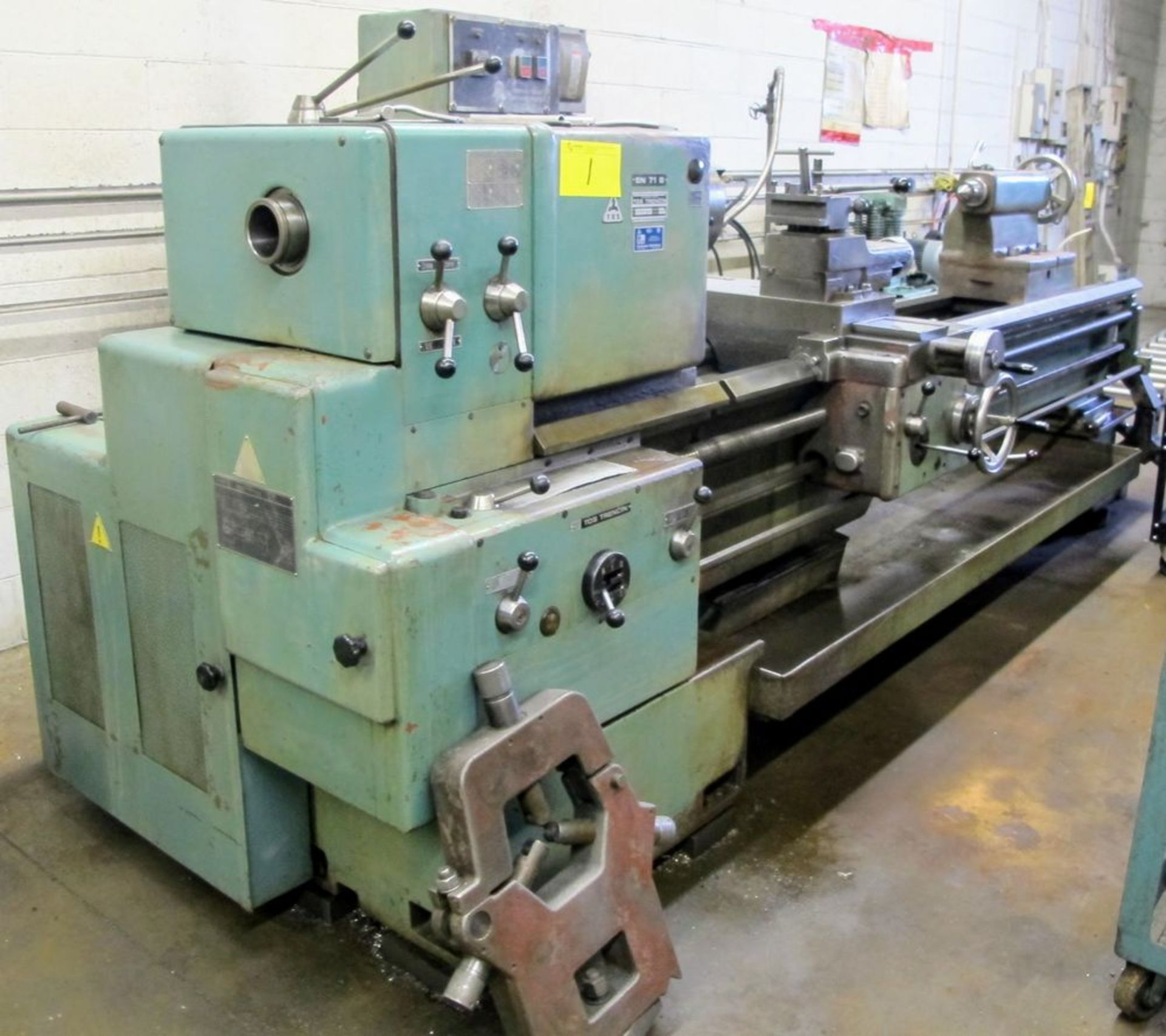 """TOS TRENCIN SN71B LATHE, 28"""" SWING, 7' BED, 3 JAW CHUCK, TAIL STOCK, STEADY REST, QUICK CHANGE - Image 2 of 10"""
