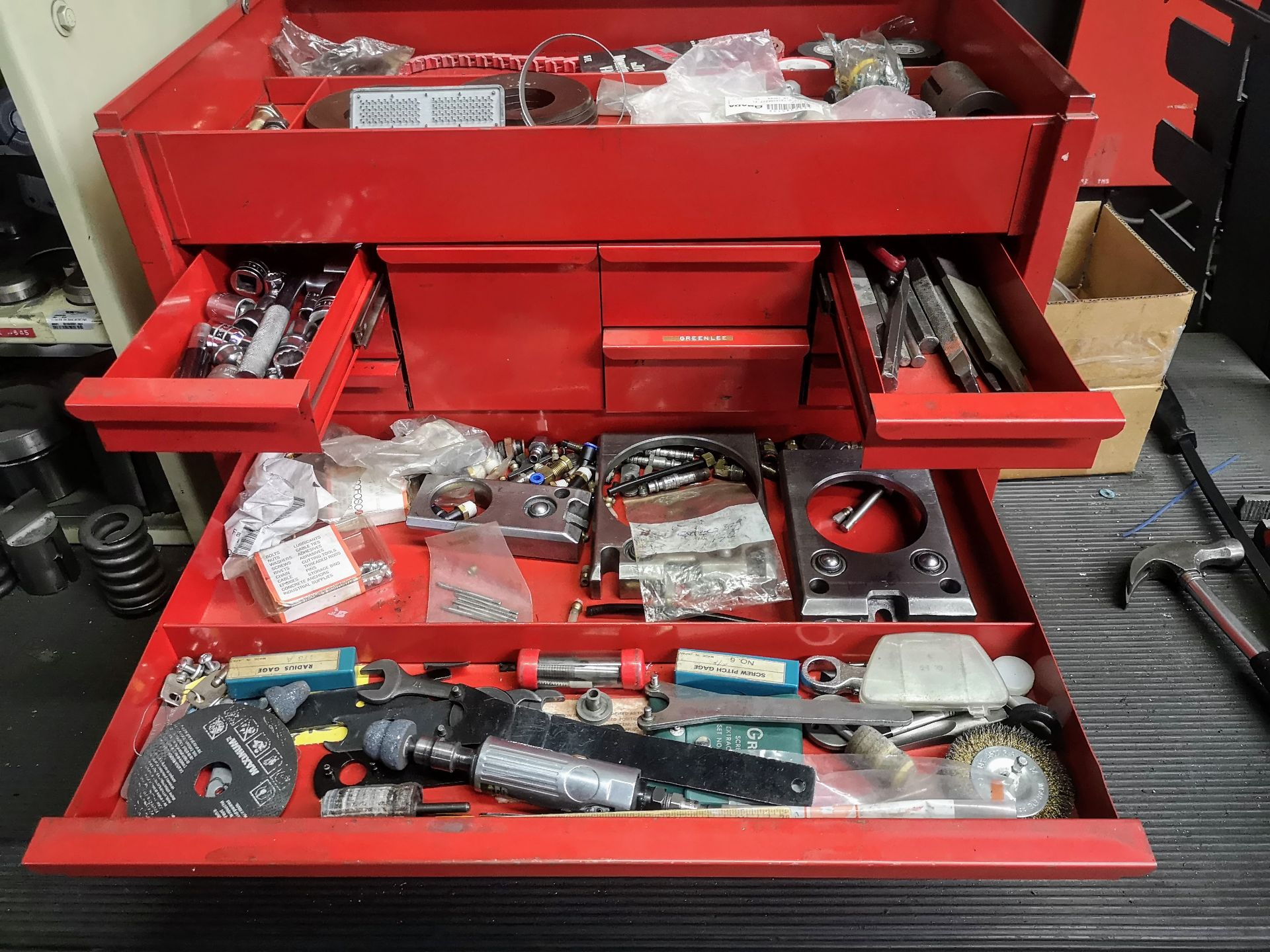 Lot 44 - SNAP-ON 12-DRAWER TOOL CHEST W/ CONTENTS