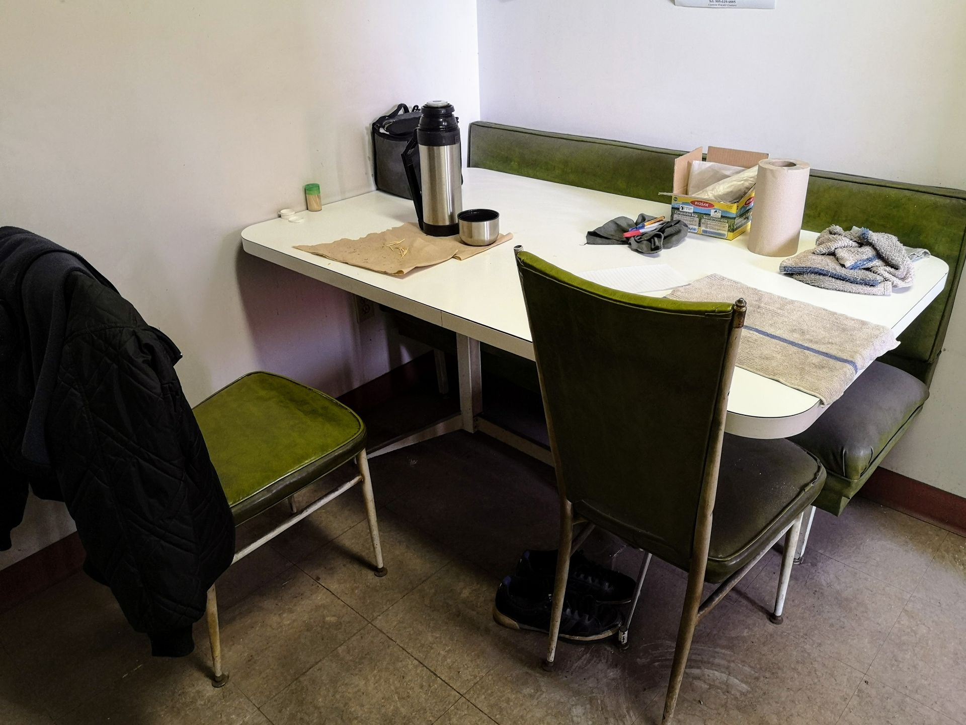 LOT CONTENTS OF LUNCH ROOM (NO PERSONAL EFFECTS) - Image 3 of 3