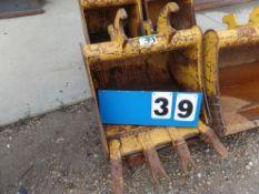 BRANDT EXCAVATOR BUCKET MOD. EX0025-BDH24, MACHINE - JD 260/35G