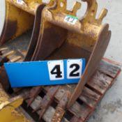 """JOHN DEERE EXCAVATOR BUCKET - PART# AT316557, SIZE 18"""" 2.8 CU. FT"""