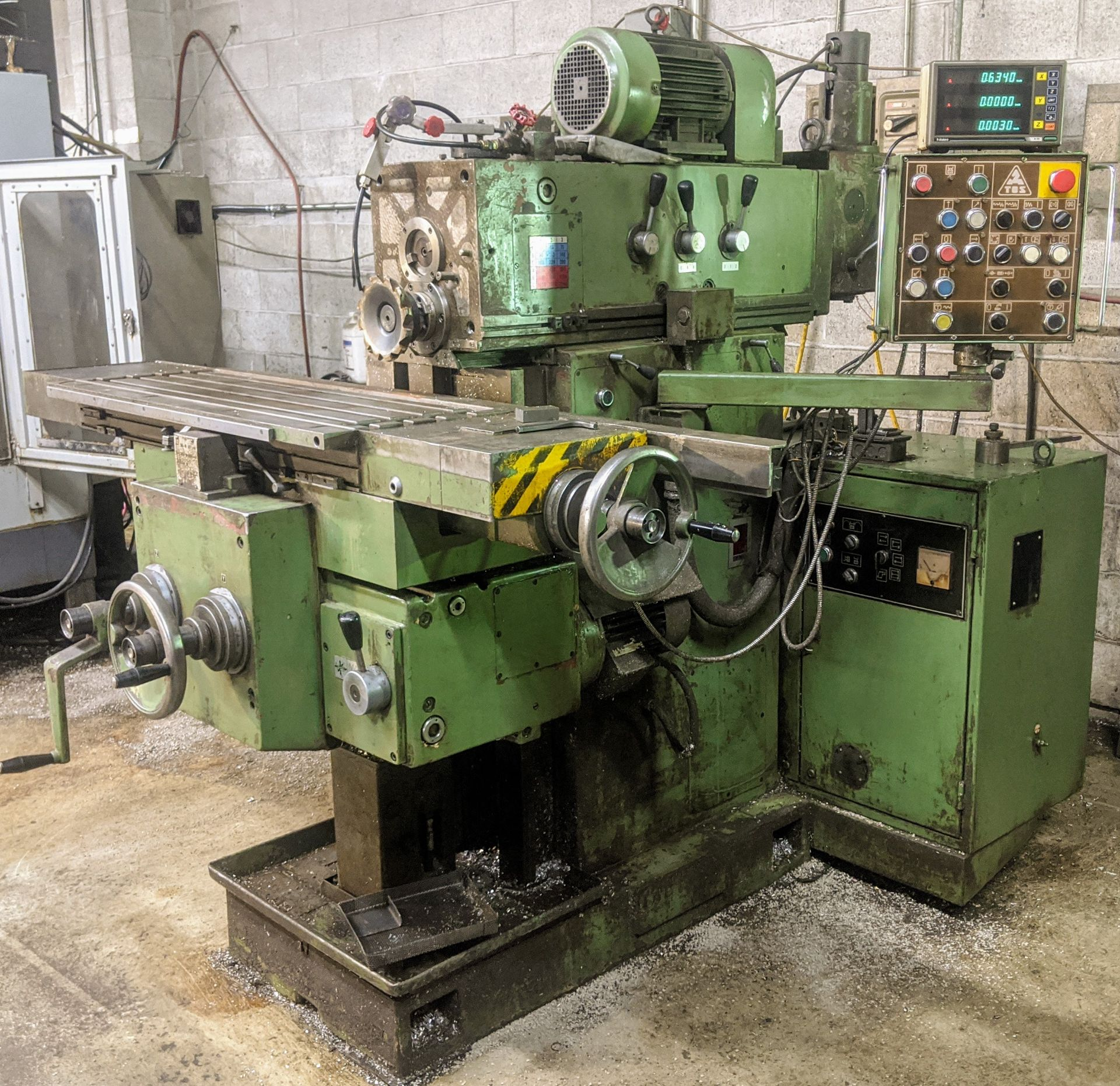 "Lot 35 - TOS FGS 25.32 Universal Mill, Mitutoyo 3-Axis DRO, 12"" x 40"" Table, Speeds to 2,240 RPM"