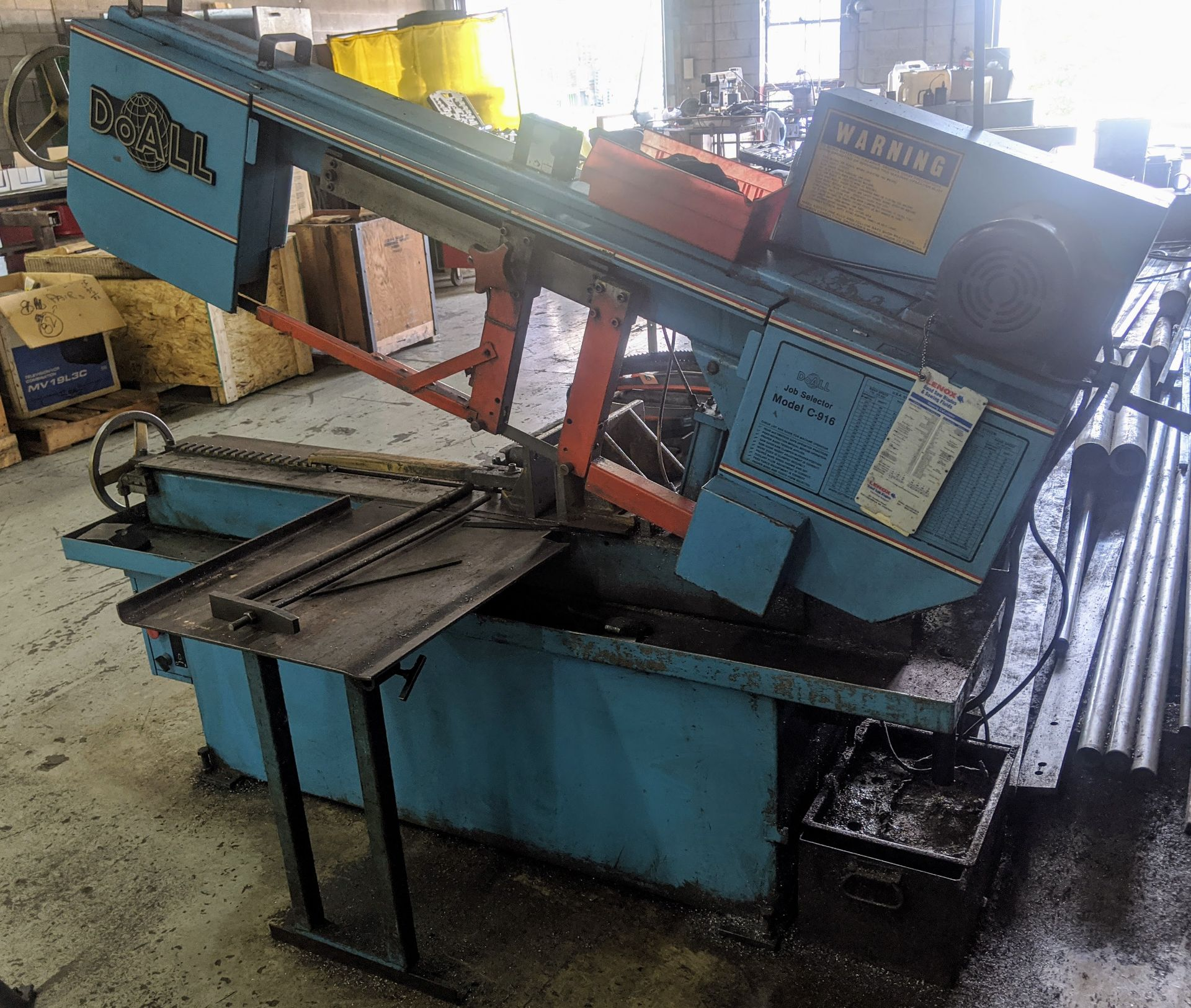 Lot 9 - DO-ALL C-916 HORIZONTAL BANDSAW, S/N 470-89611 W/ 10' CONVEYOR AND (2) EXTRA BLADES