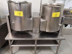 DUAL STAINLESS STEEL TILTING KETTLE W/ STAINLESS STEEL TABLE