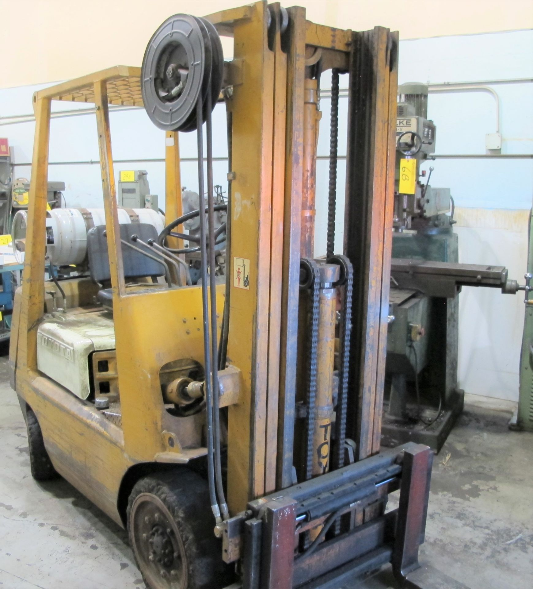 "TOYOTA 42-3FGC20 PROPANE FORKLIFT, 3,750LB CAP., 185"" MAX LIFT, 3-STAGE MAST, SIDE SHIFT, S/N - Image 2 of 6"