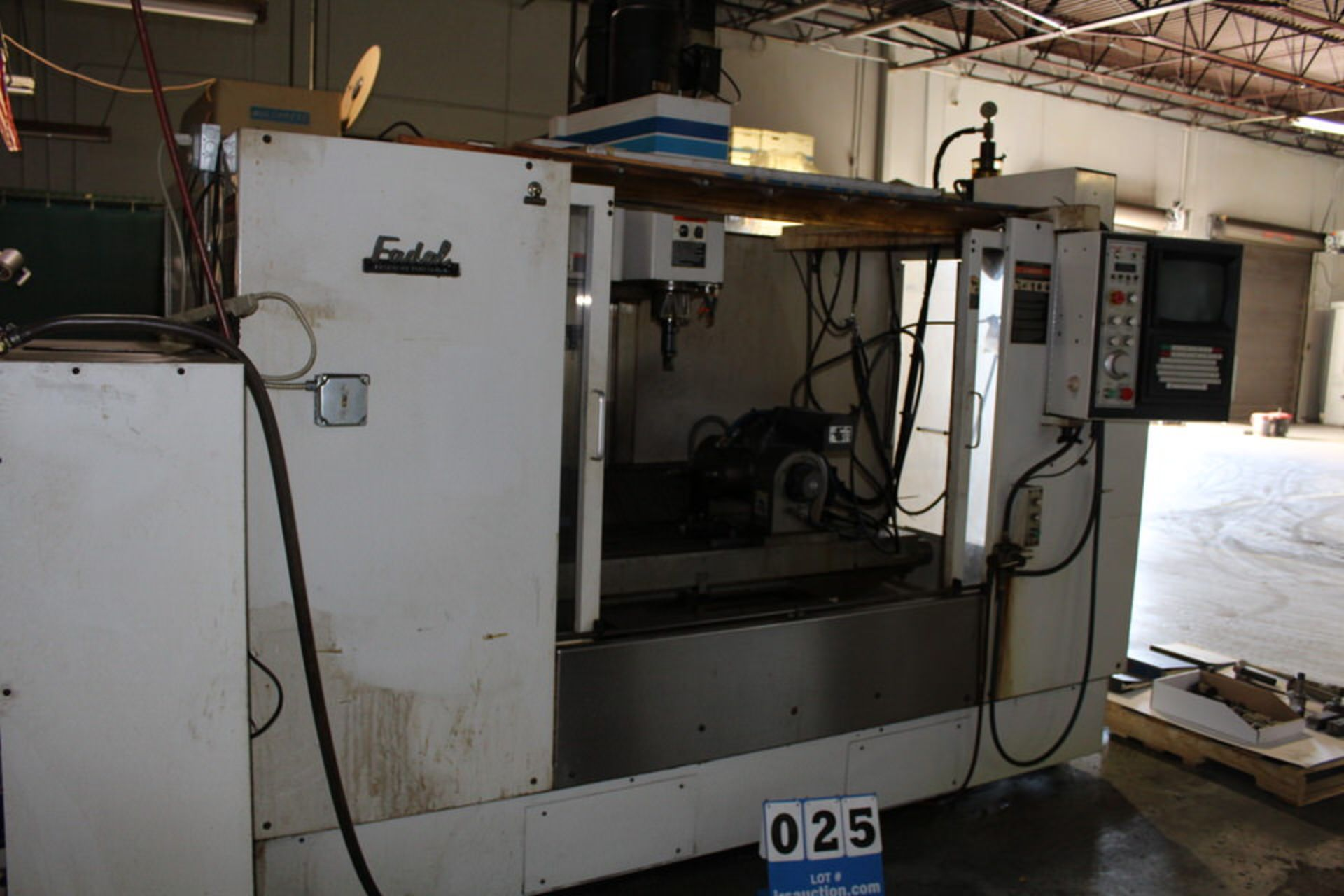 Lot 25 - FADAL 906-1 CNC MACHINING CENT ER, YEAR: 1994, W/ FADAL CNC 88 HS CONTROL, 4TH AXIS & TOOLING