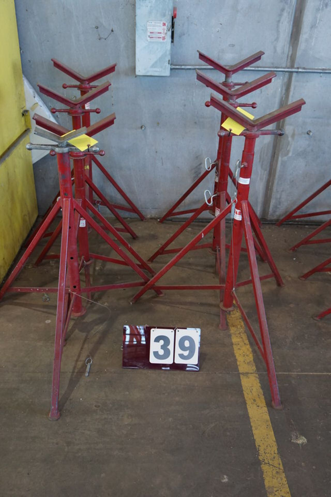 Lot 39 - (8) ADJ PIPE STANDS
