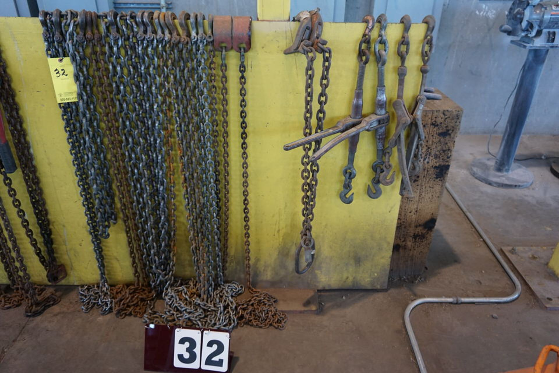Lot 32 - (10) ASSORT SIZE CHAINS & BOOMERS