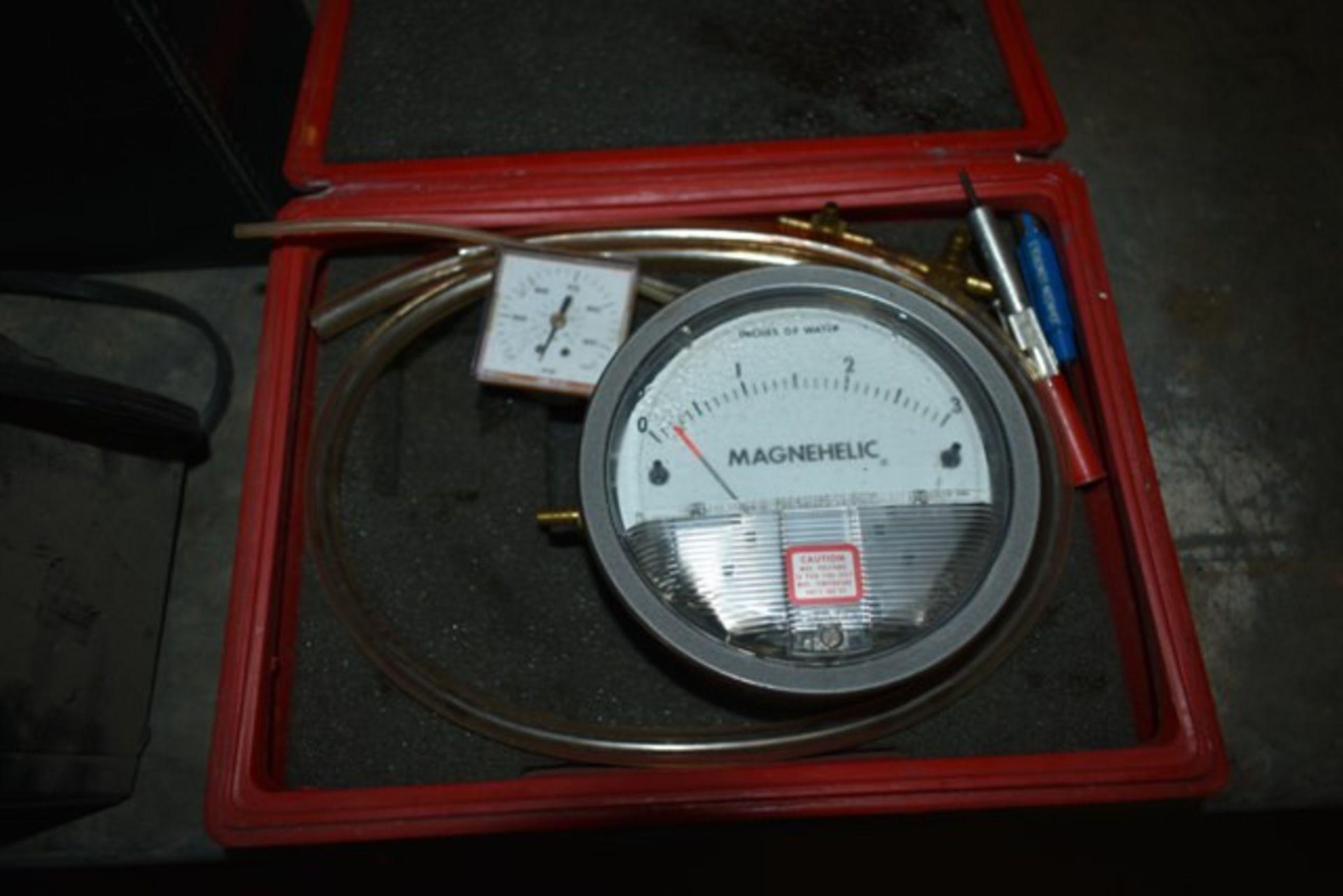 Lot 251 - RUSTRAK DATA LOGGERS, MAGNEHELIC WATER PRESSURE GAUGE