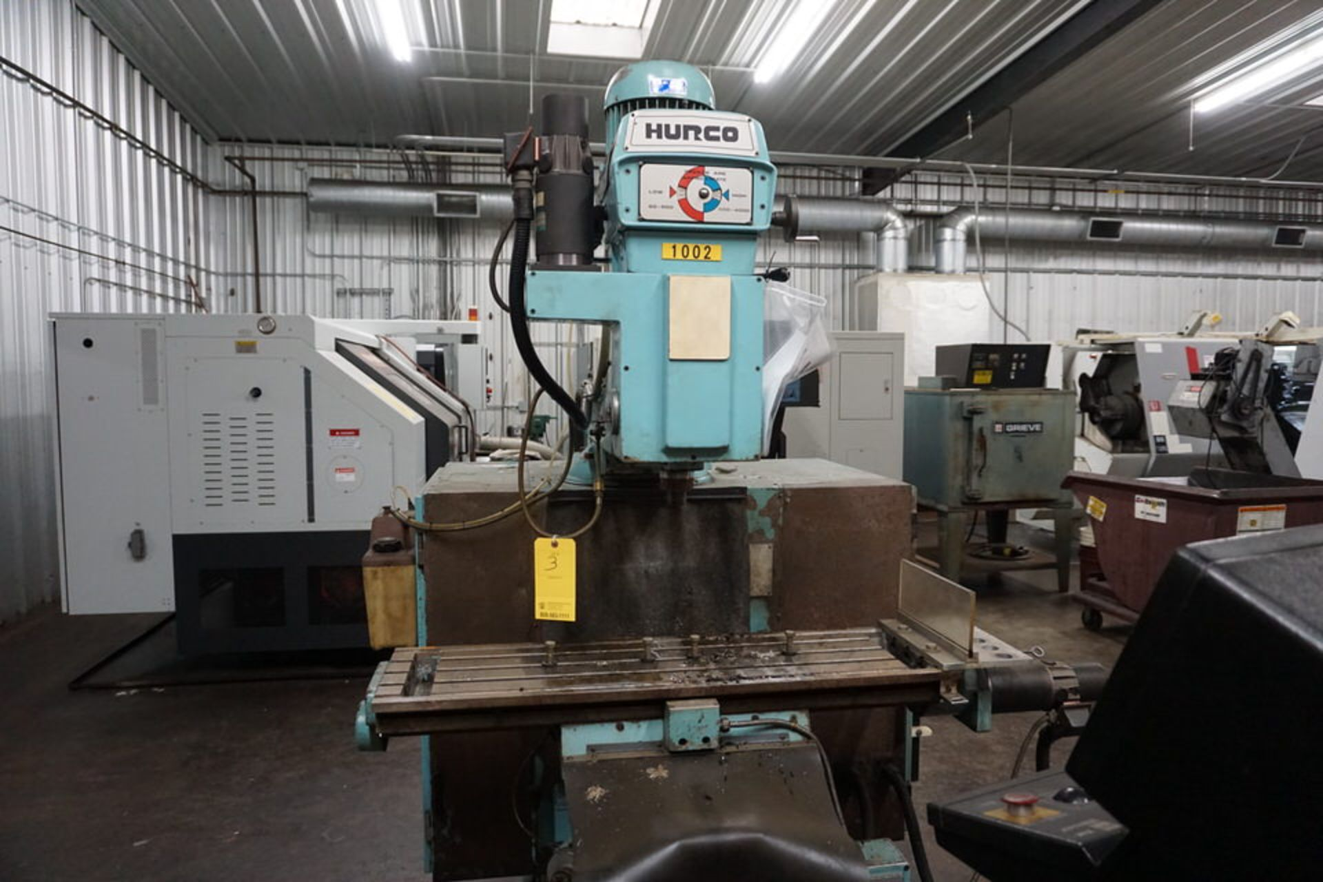 HURCO VERTICAL MILLING MACHINE W/ HURCO ULTIMAX KM-3 CONTROL - Image 2 of 6