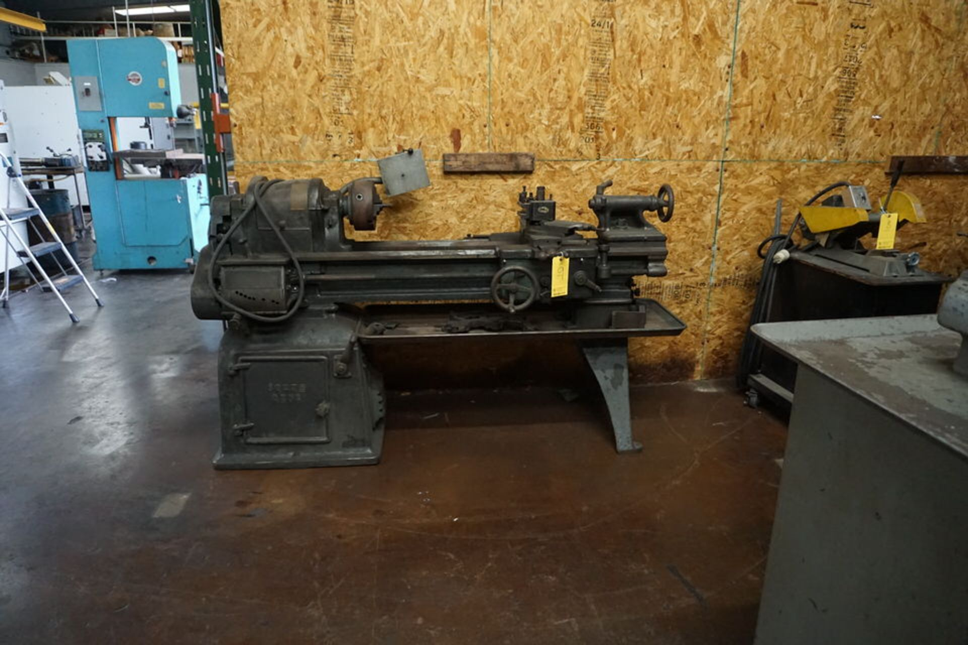 SOUTH BEND MANUAL LATHE W/ 3 JAW CHUCK, TOOPOST & TAILSTOCK