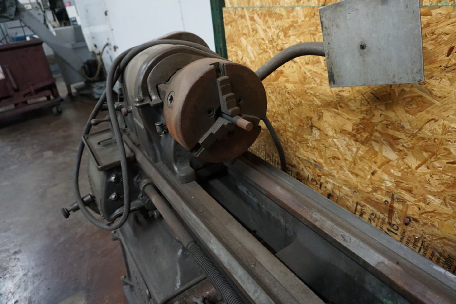 SOUTH BEND MANUAL LATHE W/ 3 JAW CHUCK, TOOPOST & TAILSTOCK - Image 2 of 5