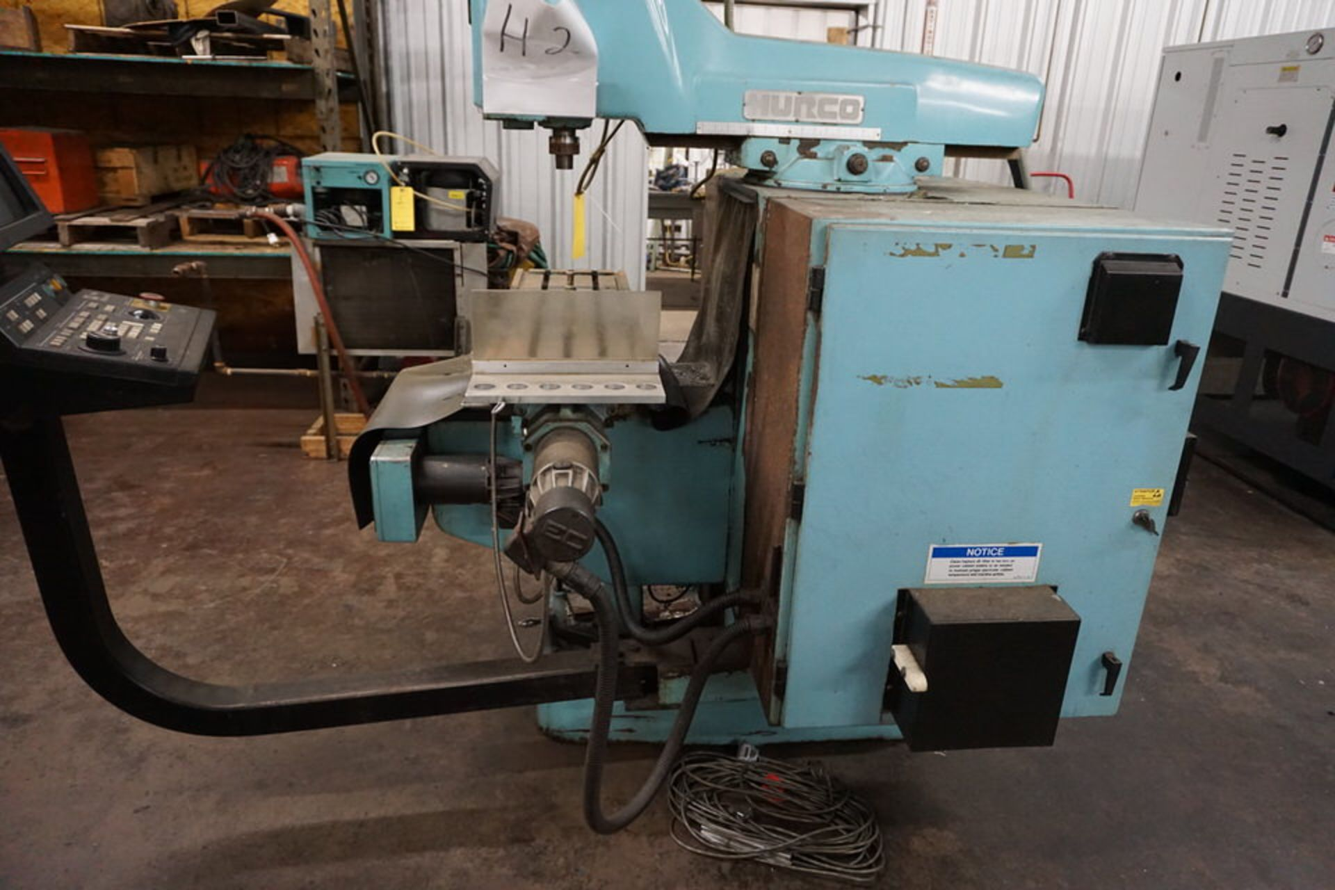 HURCO VERTICAL MILLING MACHINE W/ HURCO ULTIMAX KM-3 CONTROL - Image 4 of 6