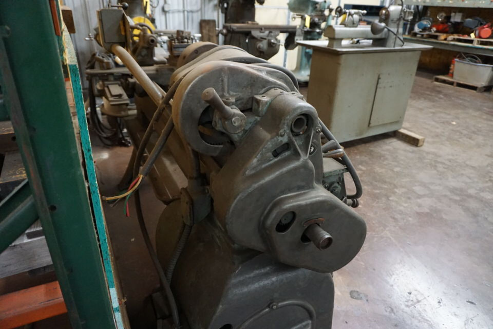 SOUTH BEND MANUAL LATHE W/ 3 JAW CHUCK, TOOPOST & TAILSTOCK - Image 5 of 5