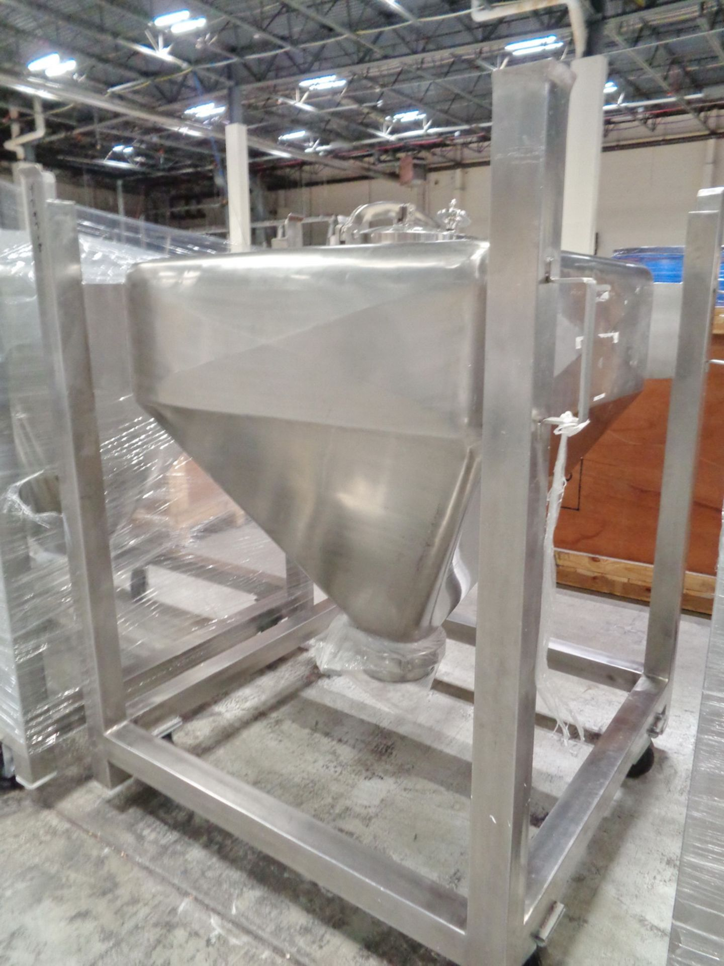 Lot 214 - SS Powder Tote, 500 Liters, no valve and no casters