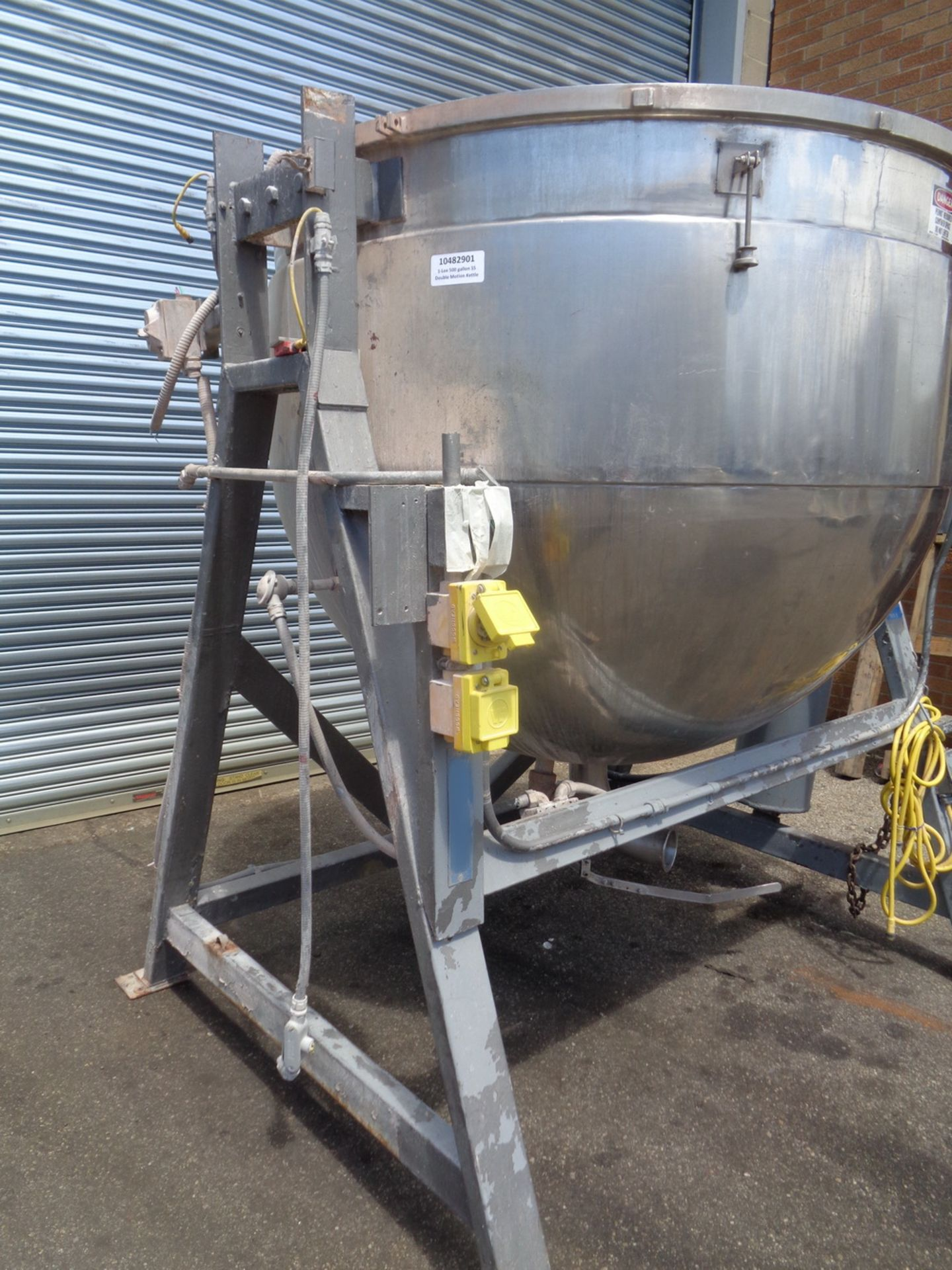 Lot 1 - Lee 500 gallon Stainless Steel Double Motion Scraper Jacketed Kettle, Model 500DV9MT