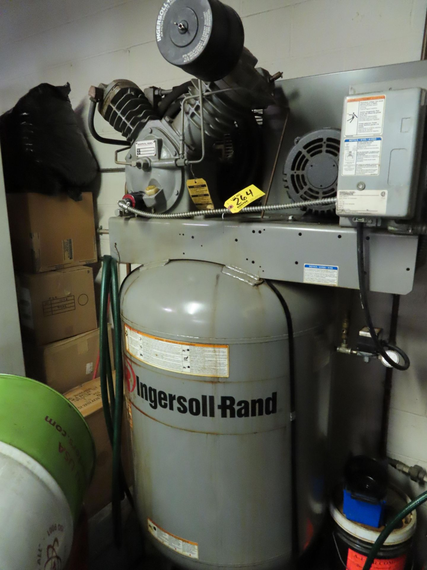 Lot 264 - INGERSOLL RAND MDL. 2545 10HP VERTICAL TANK MOUNTED AIR COMPRESSOR, 2-STAGE, S/N: 01064284
