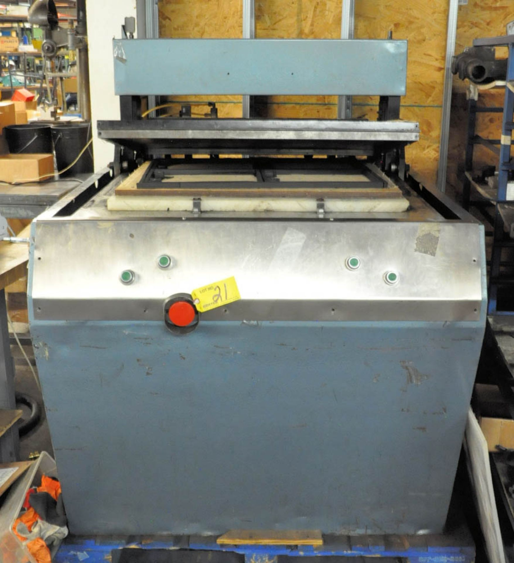 """Lot 21 - 21"""" X 28"""" THERMOFORMING MACHINE ON PALLET"""