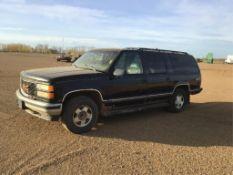 1998 Chevrolet 1500 Suburban VIN 1GKFK16R7WJ714800 8-pass, Leather Int, 5.7L Eng, A/T, 435139km