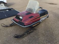 Yamaha Enticer 340 Deluxe Snowmobile Runs, drives good, new top end. Needs pull start cord, but