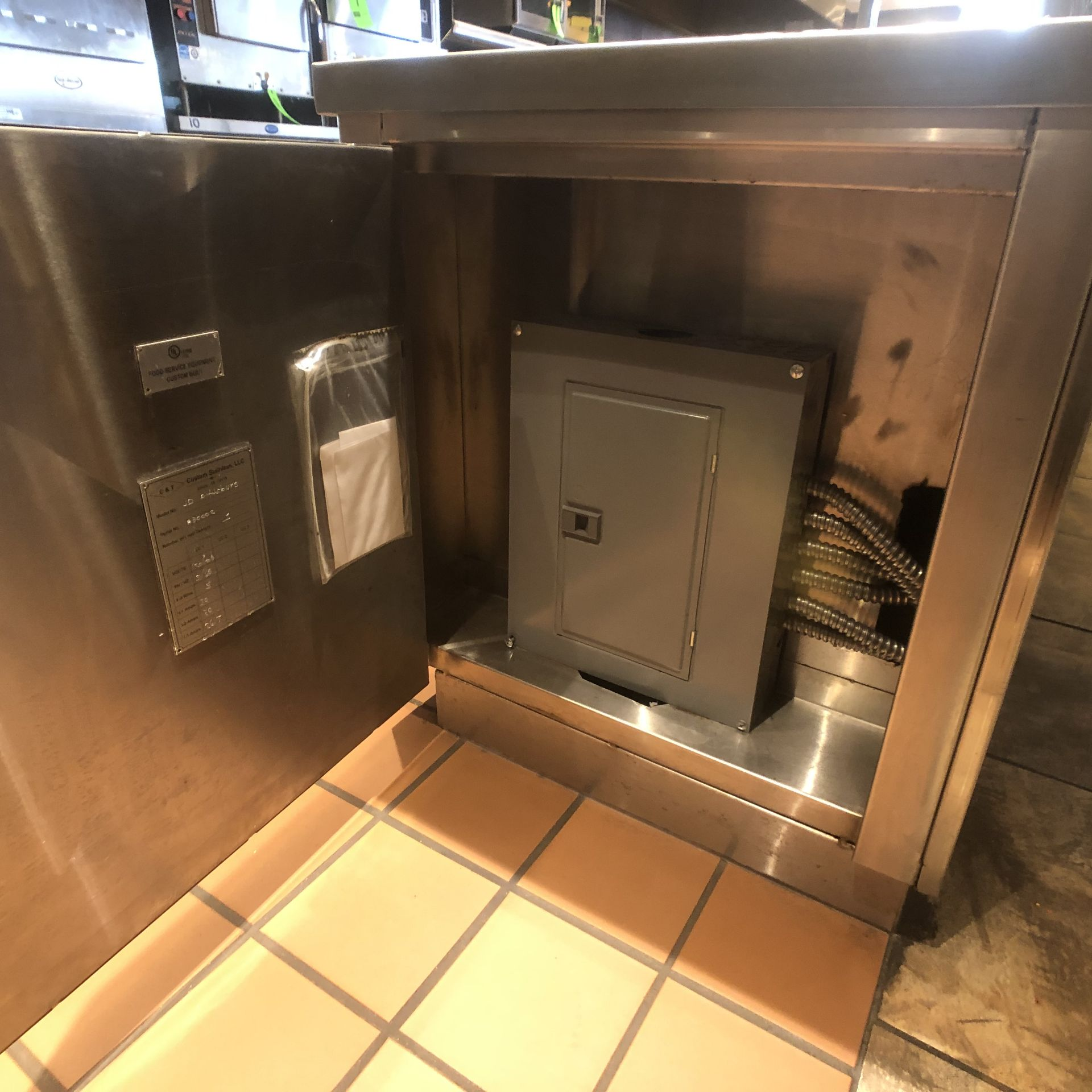 """Food Service Equipment Approx. 4' L x 2'8"""" W S/S Countertop with S/S Shelves, 120/208 V - Image 4 of 5"""