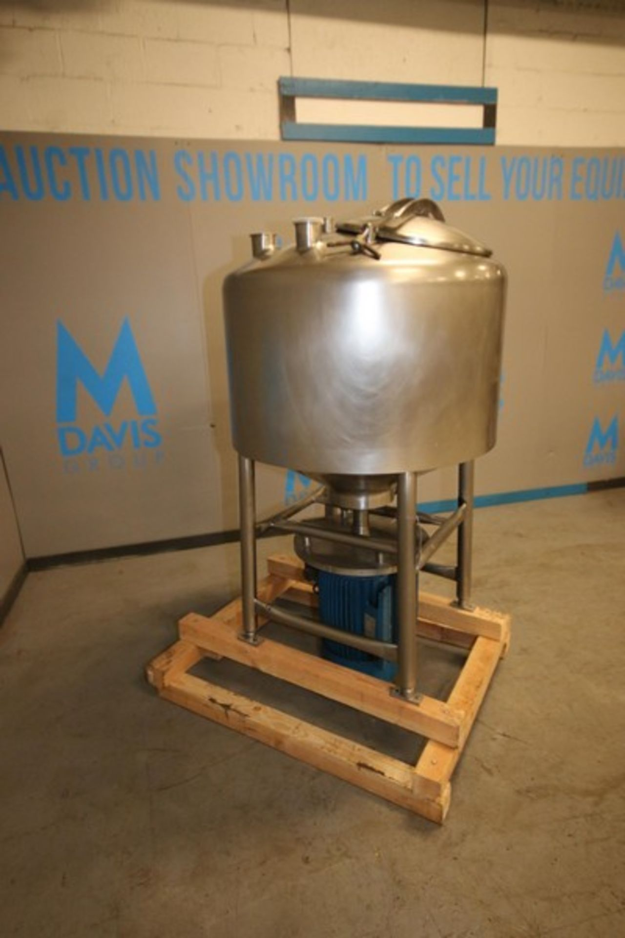 Lot 4 - Aprox. 100 Gal. S/S Cylindrical Likwifier, with 10/20 hp Bottom Mounted Motor, Tank Dims.: Aprox.