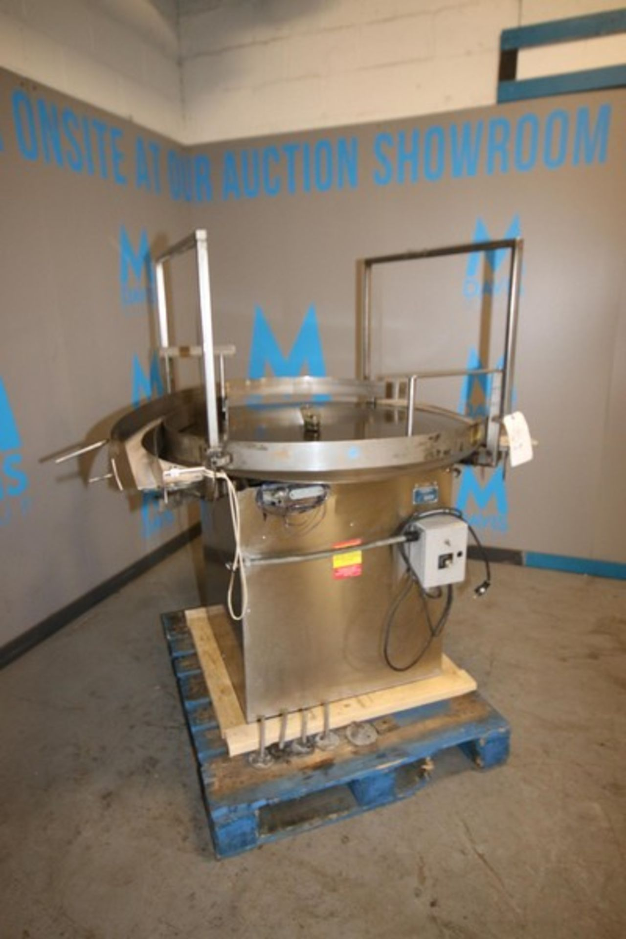 """Lot 8 - PSR Automation Inc. Aprox. 48"""" Dia. S/S Accumulation Table, M/N TT2000, S/N GY00240204, with S/S"""