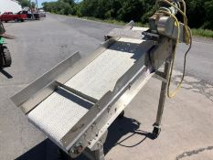 """24"""" W x 6' L S/S Incline Conveyor with Interlock Chain, 1/2 hp Motor with Gearbox on Casters, Good"""