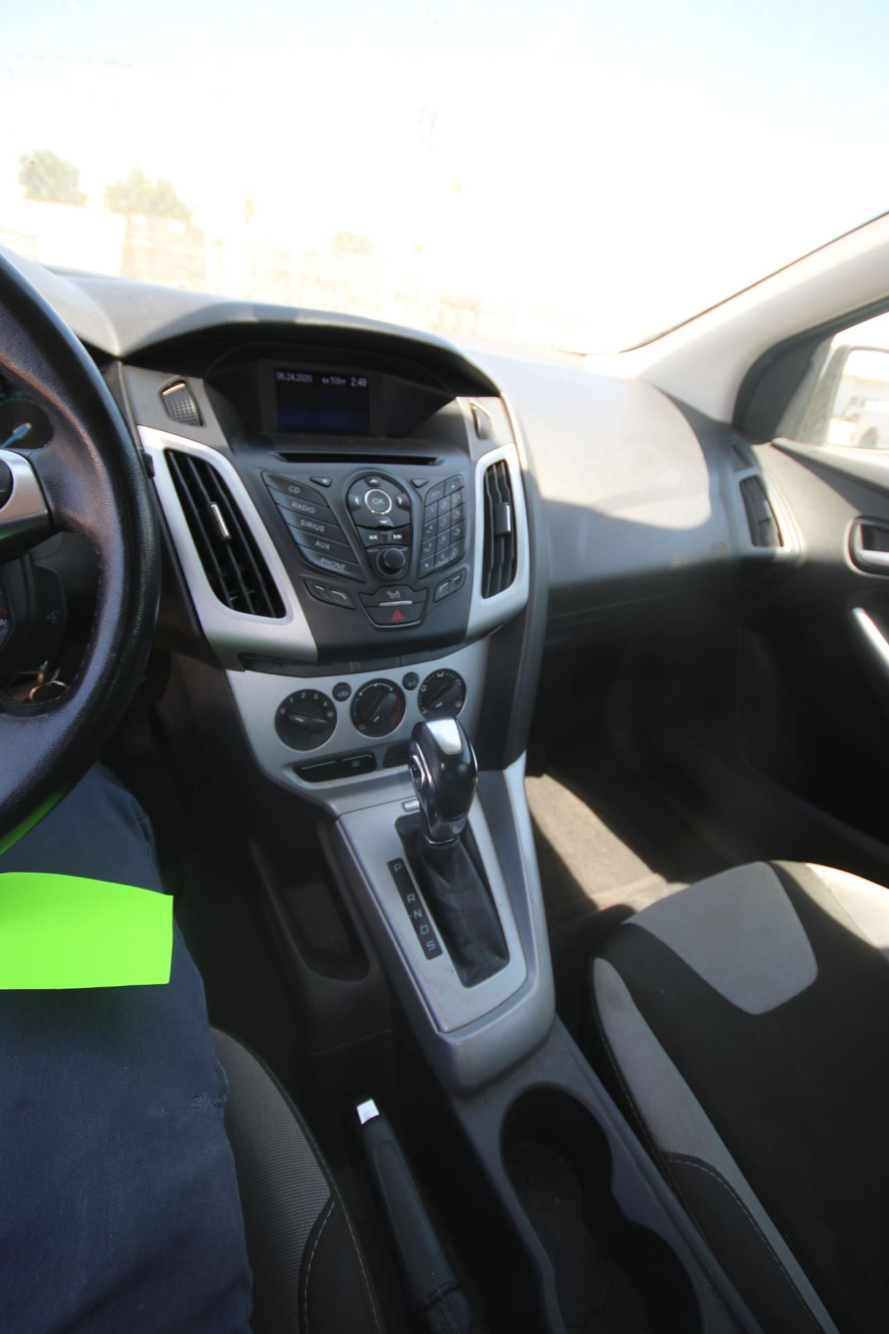 2012 White Ford Focus SE Hatchback 4D, VIN #: 1FAHP3K27CL423326, with 116,017 Miles, with 4-Doors, - Image 20 of 26