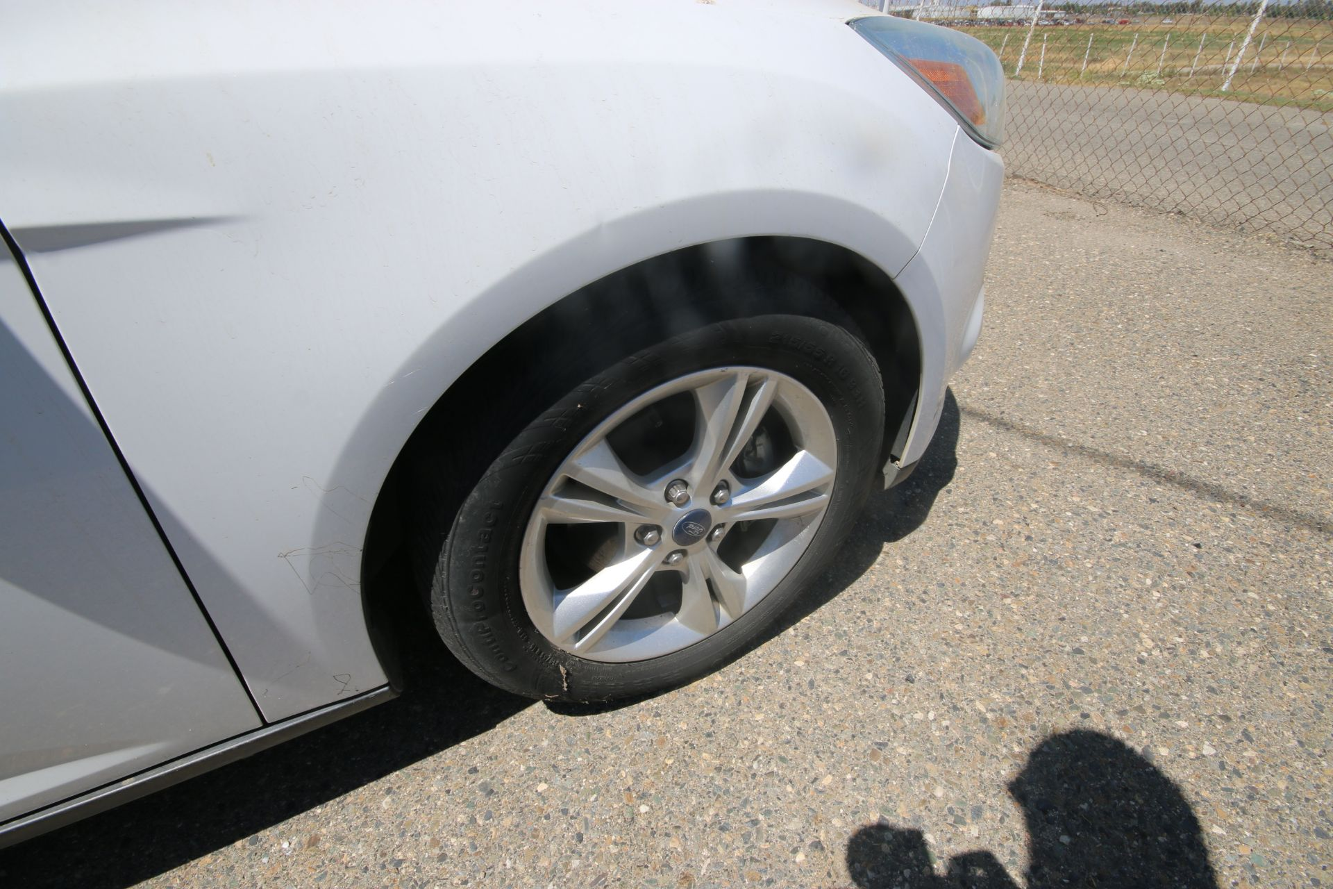 2012 White Ford Focus SE Hatchback 4D, VIN #: 1FAHP3K27CL423326, with 116,017 Miles, with 4-Doors, - Image 17 of 26