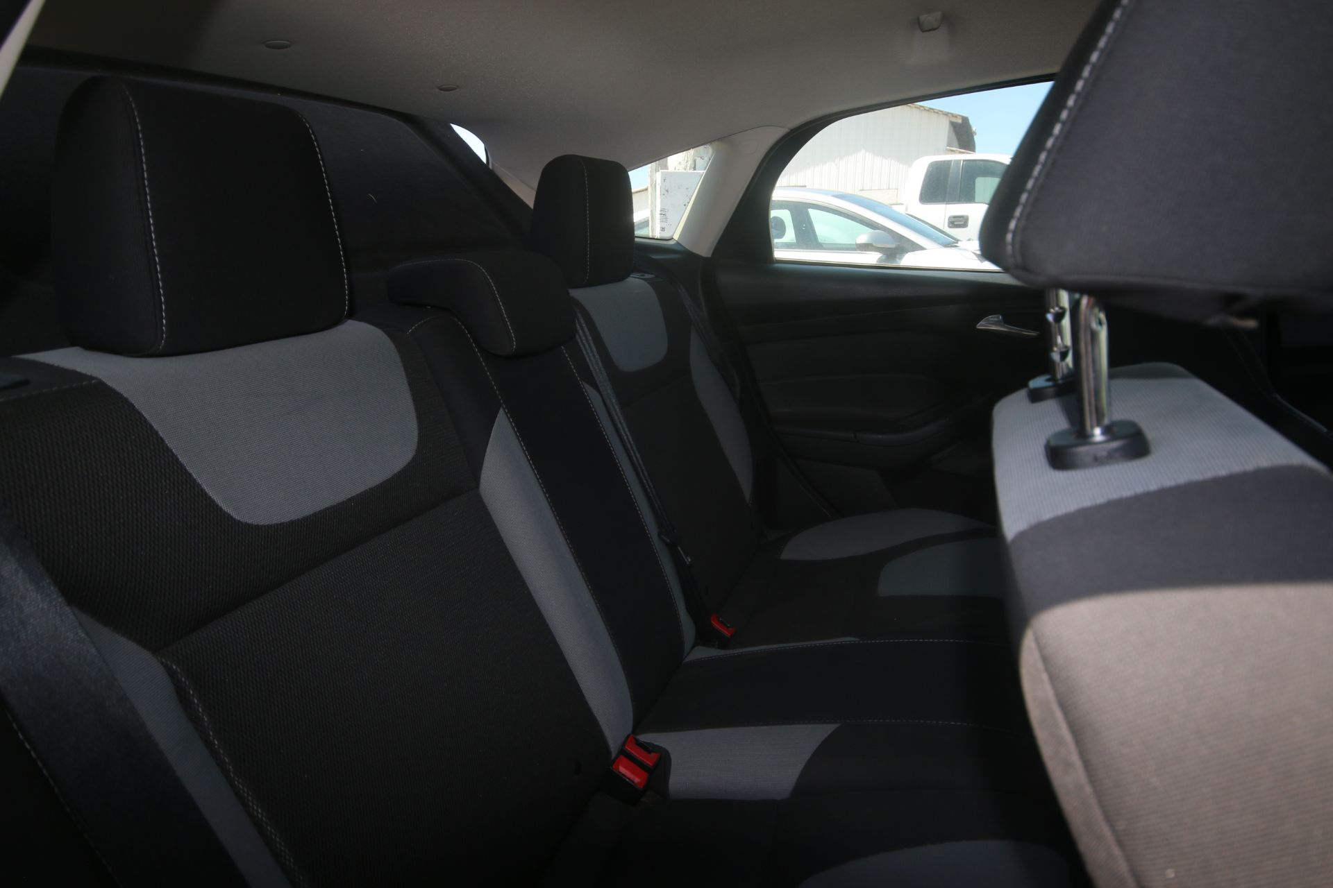 2012 White Ford Focus SE Hatchback 4D, VIN #: 1FAHP3K27CL423326, with 116,017 Miles, with 4-Doors, - Image 7 of 26