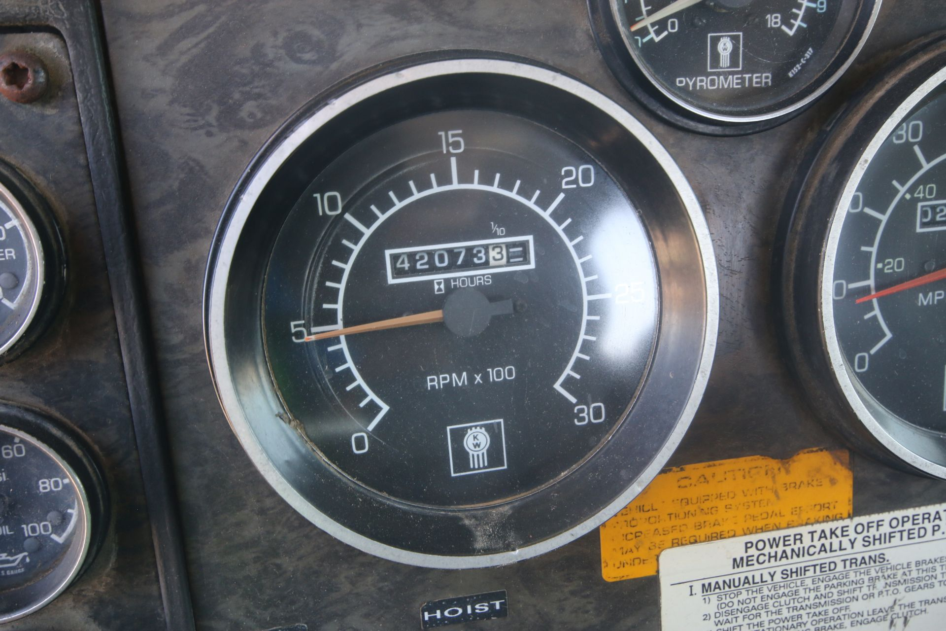 1996 Kenworth 3-Axle Roll-Off Straight Truck, VIN #: 1XKDDB9XOTS687107, with 24,722 Miles, License - Image 16 of 30