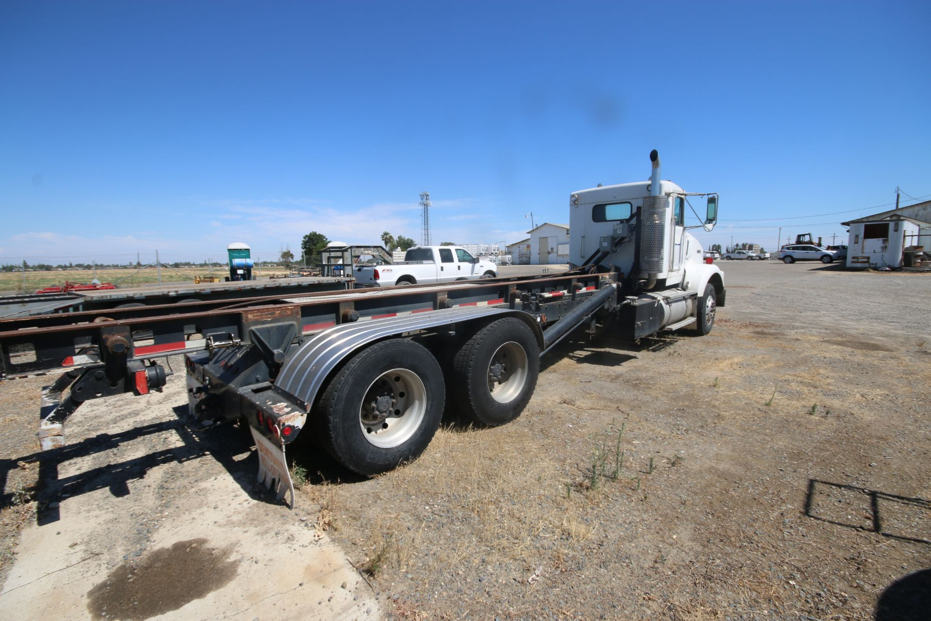 1996 Kenworth 3-Axle Roll-Off Straight Truck, VIN #: 1XKDDB9XOTS687107, with 24,722 Miles, License - Image 3 of 30