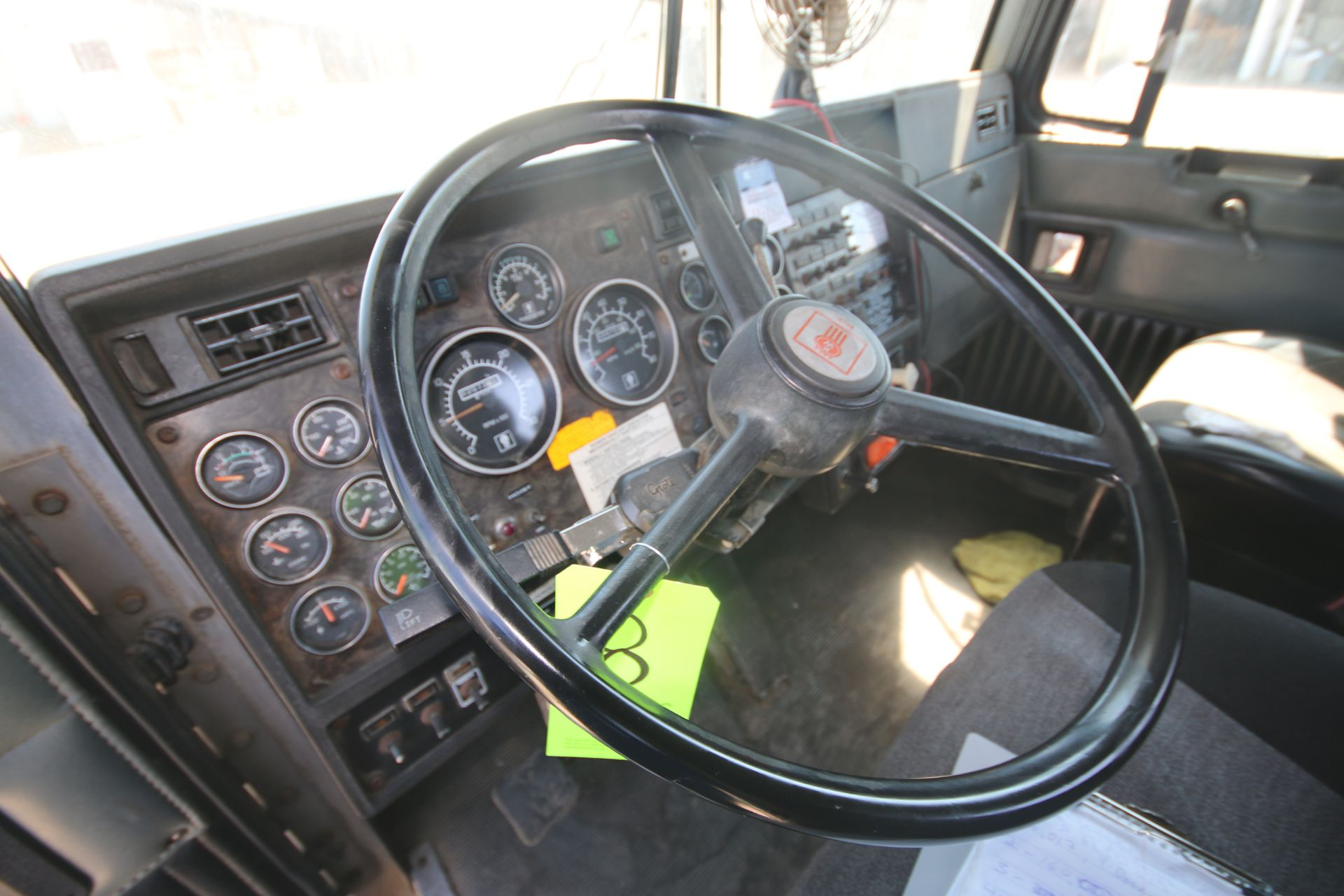 1996 Kenworth 3-Axle Roll-Off Straight Truck, VIN #: 1XKDDB9XOTS687107, with 24,722 Miles, License - Image 18 of 30
