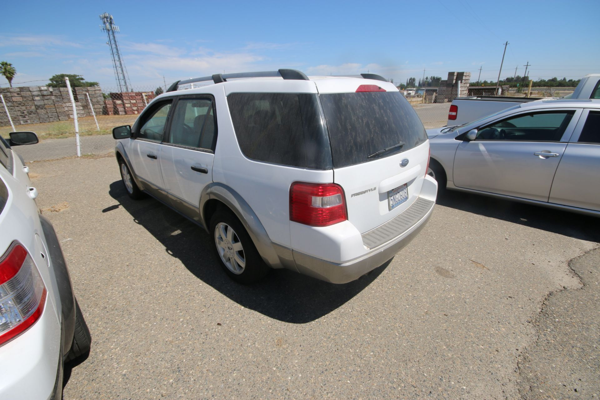 2006 Ford Freestyle, VIN #: 1FMDKO11X6GA41766, with 108,982 Miles, License Plate #: 5NGZ608, Started - Image 5 of 22