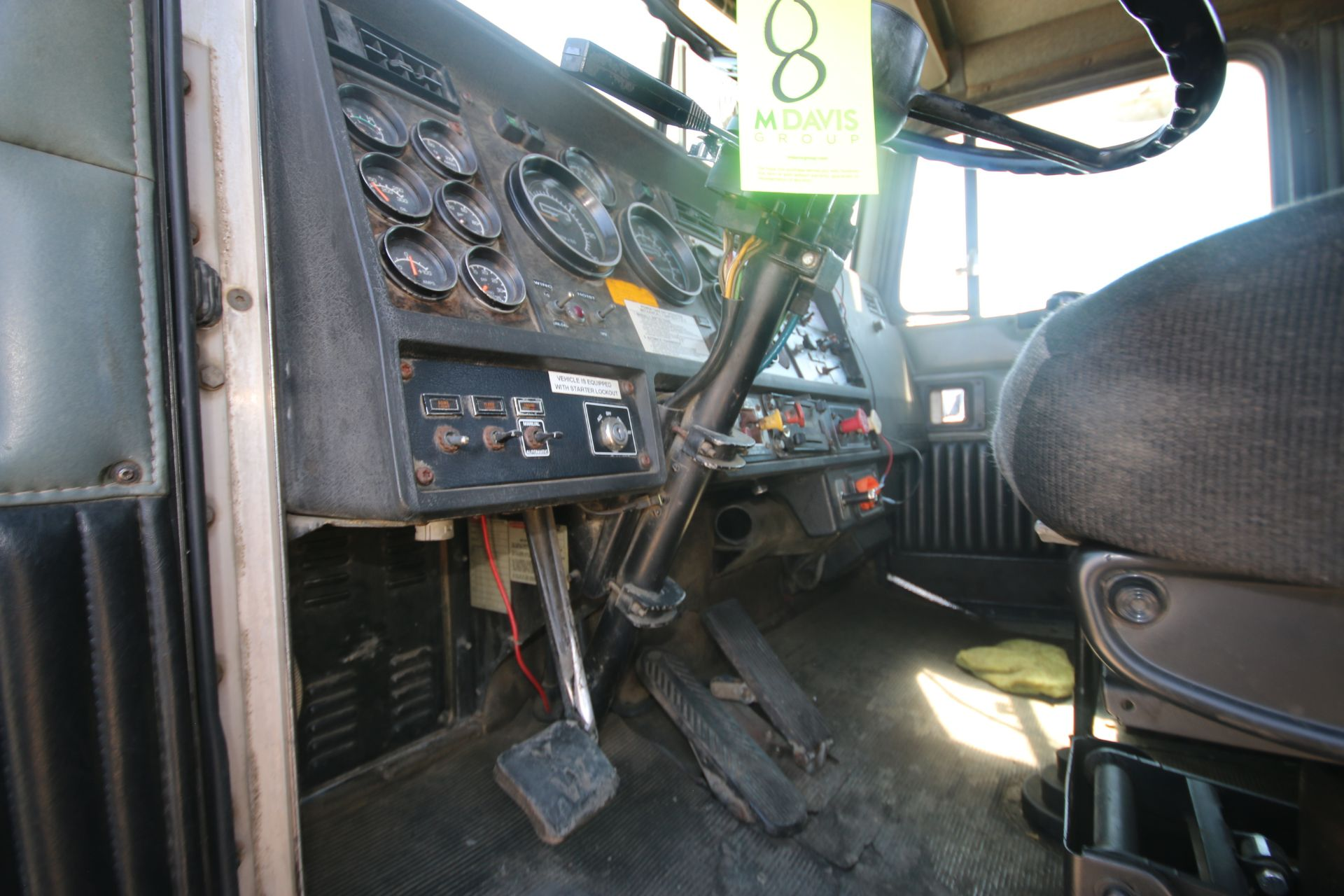 1996 Kenworth 3-Axle Roll-Off Straight Truck, VIN #: 1XKDDB9XOTS687107, with 24,722 Miles, License - Image 15 of 30