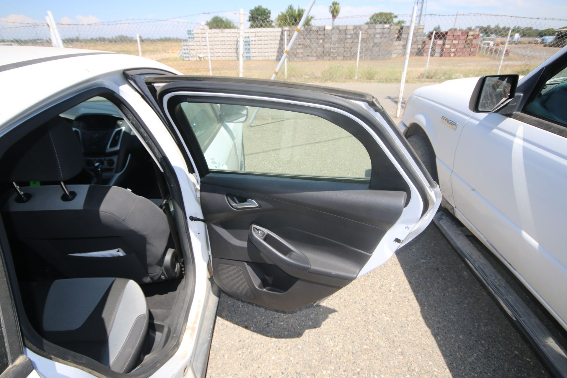 2012 White Ford Focus SE Hatchback 4D, VIN #: 1FAHP3K27CL423326, with 116,017 Miles, with 4-Doors, - Image 13 of 26