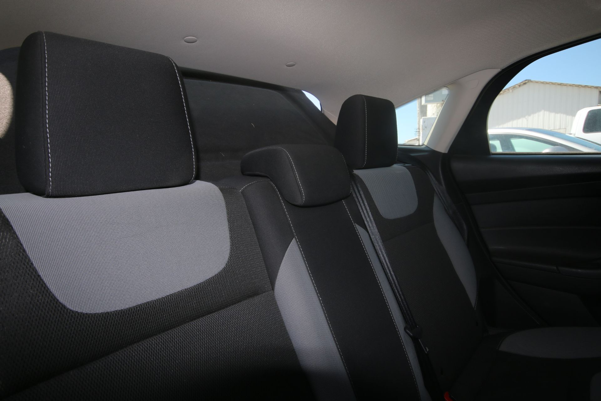 2012 White Ford Focus SE Hatchback 4D, VIN #: 1FAHP3K27CL423326, with 116,017 Miles, with 4-Doors, - Image 8 of 26