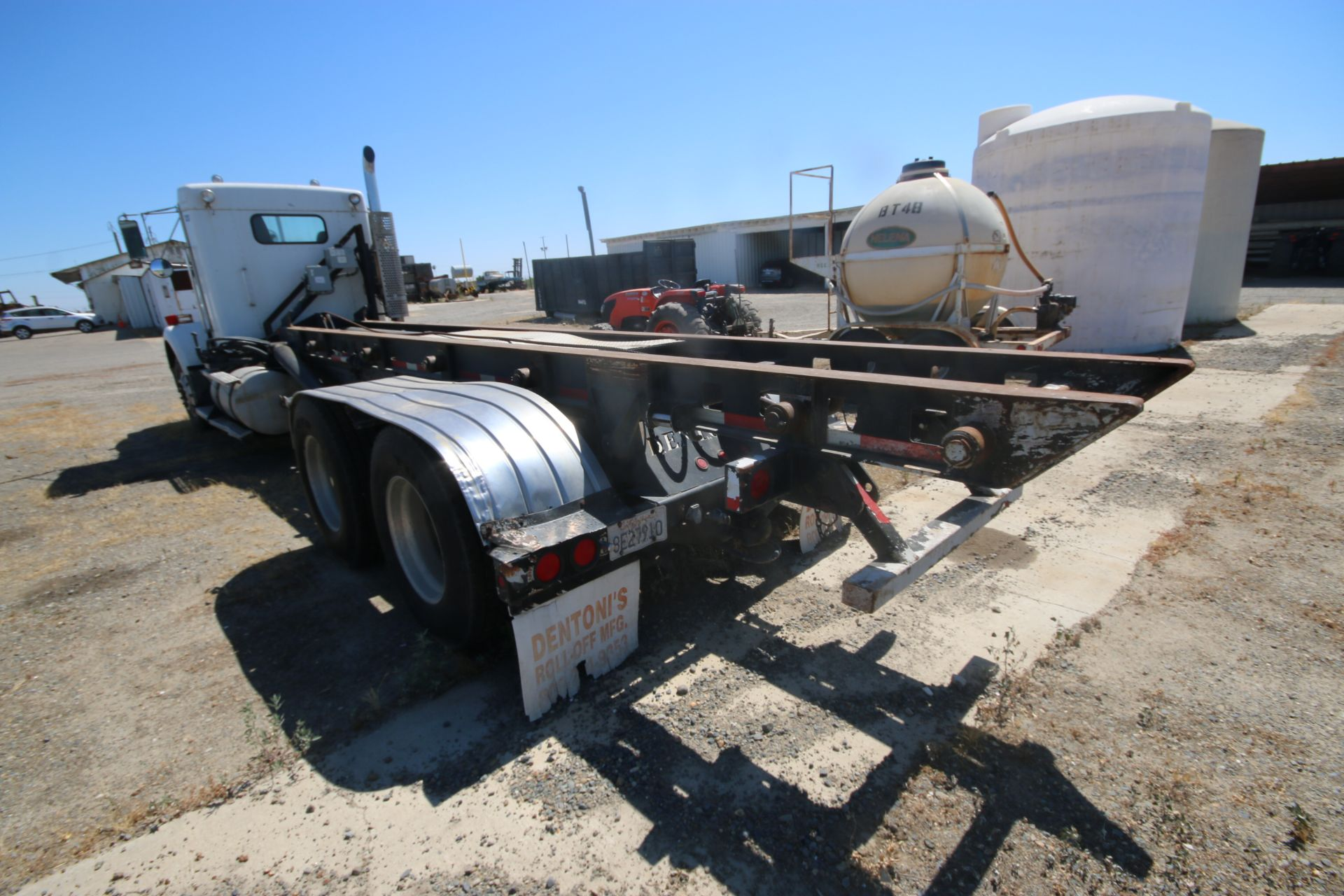 1996 Kenworth 3-Axle Roll-Off Straight Truck, VIN #: 1XKDDB9XOTS687107, with 24,722 Miles, License - Image 4 of 30